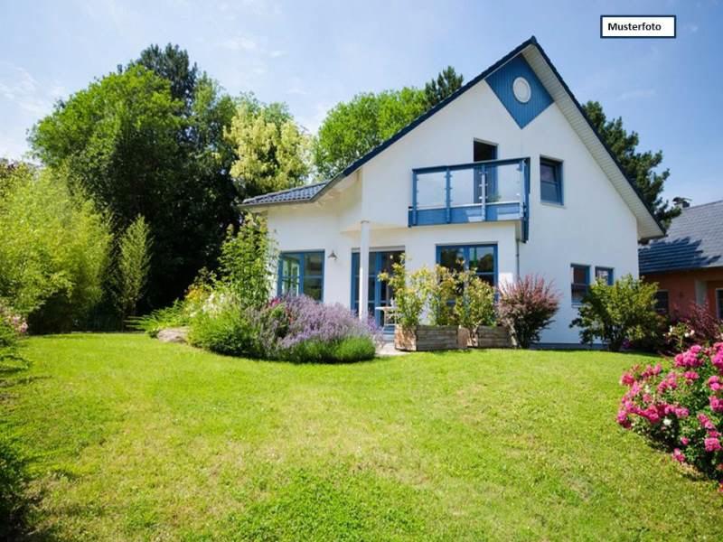 Teilungsversteigerung Doppelhaushälfte in 04654 Frohburg, Waldstr.
