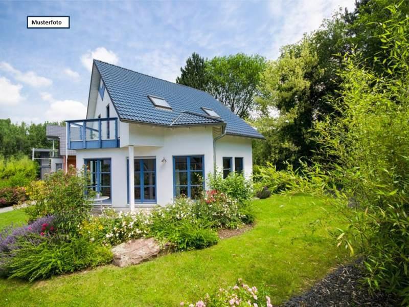 Einfamilienhaus mit Einliegerwohnung in 42719 Solingen, Eckstumpf