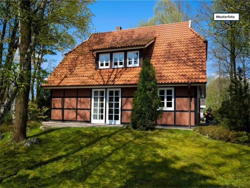 Einfamilienhaus in 54317 Gusterath, Gehsteeg