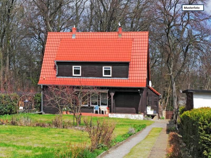 Einfamilienhaus mit Einliegerwohnung in 28307 Bremen, Klüthstr.