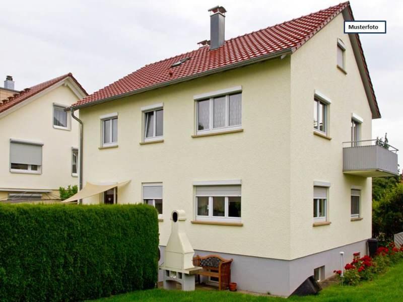 Einfamilienhaus mit Einliegerwohnung in 28816 Stuhr, Moselstr.